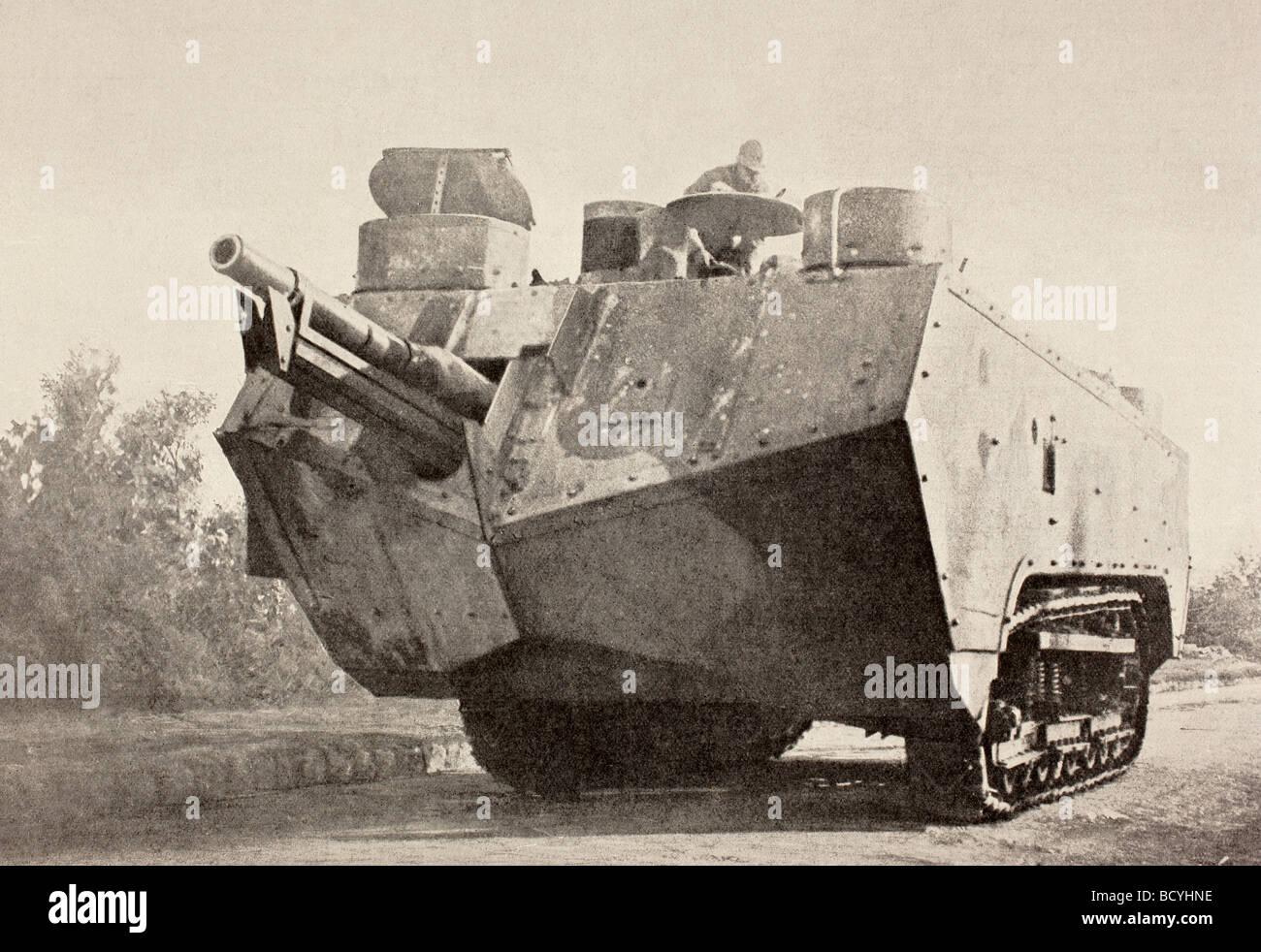 Prima Guerra Mondiale assalto francese serbatoio armati con fuoco rapido cannon. Immagini Stock