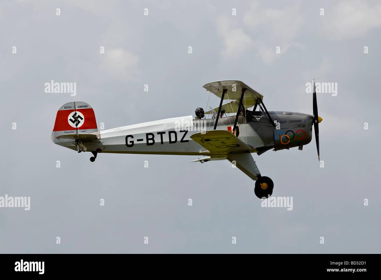 La Luftwaffe Bucker Bu131 Jungmann biplano WW2 velivolo formazione Immagini Stock