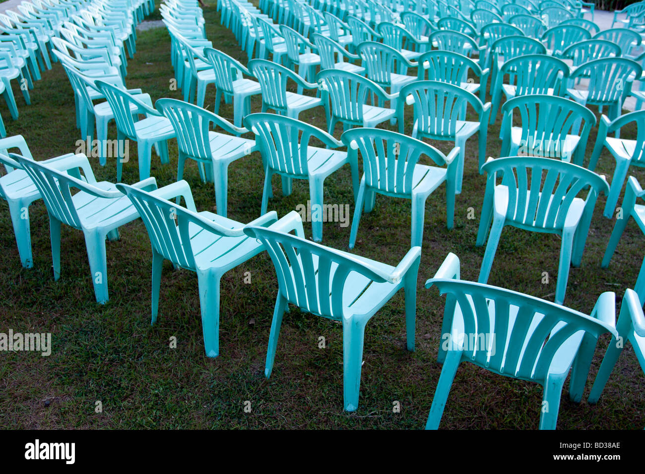 Stock Sedie In Plastica.Sedie Da Giardino In Plastica Immagini Sedie Da Giardino In