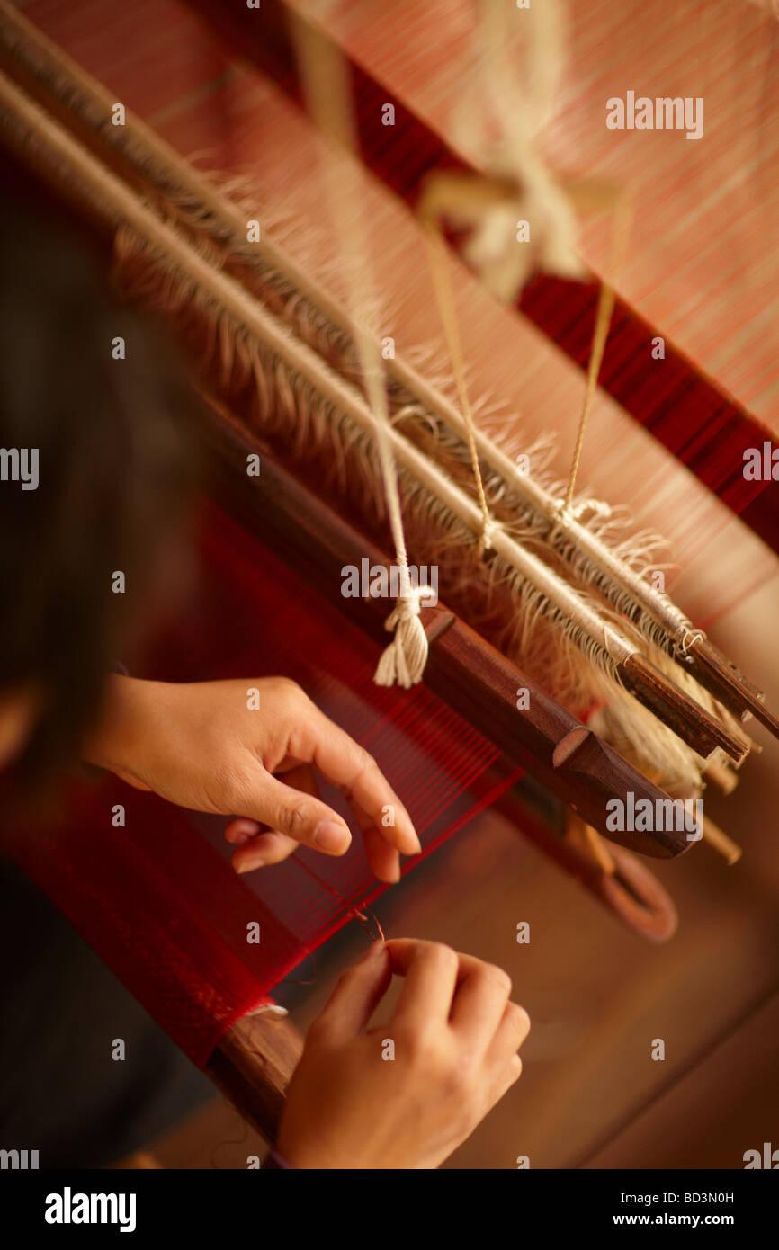 La tessitura della seta a Luang Prabang, Laos Foto Stock