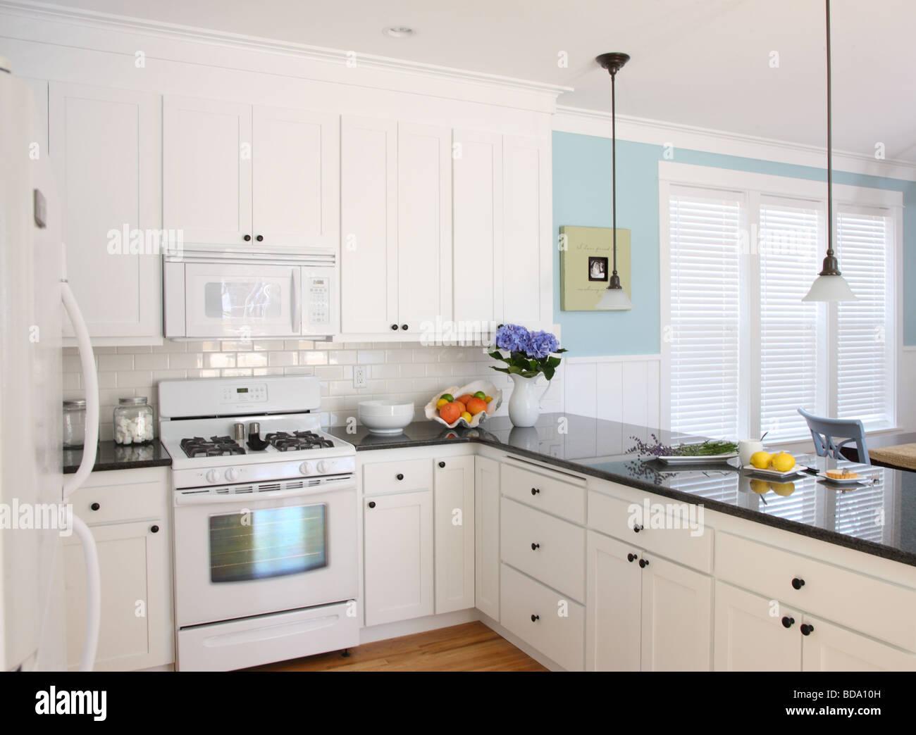 Casa sulla spiaggia cucina interno Immagini Stock