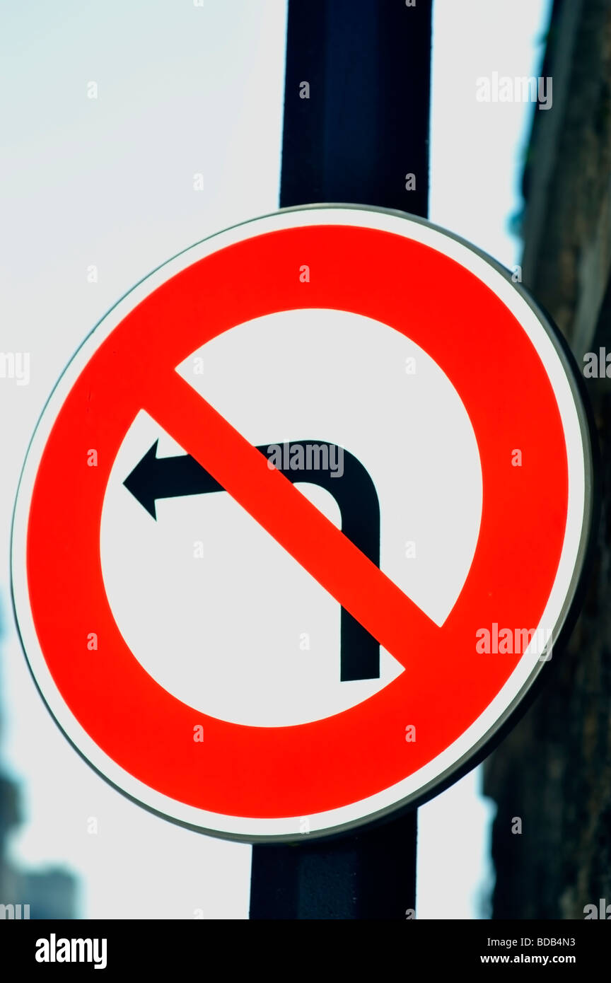 """Dettagli stradali cartello stradale """"non svoltare a sinistra' Attenzione simbolo Immagini Stock"""