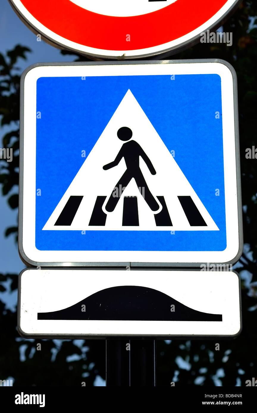 """Parigi, Francia, Street, dettaglio """"Cartello stradale'' attraversamento pedonale' Attenzione simbolo Immagini Stock"""