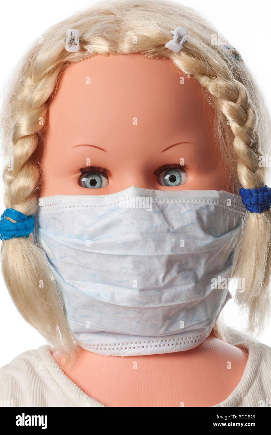 Una bambola con una bocca maschera per prevenire l'influenza Immagini Stock