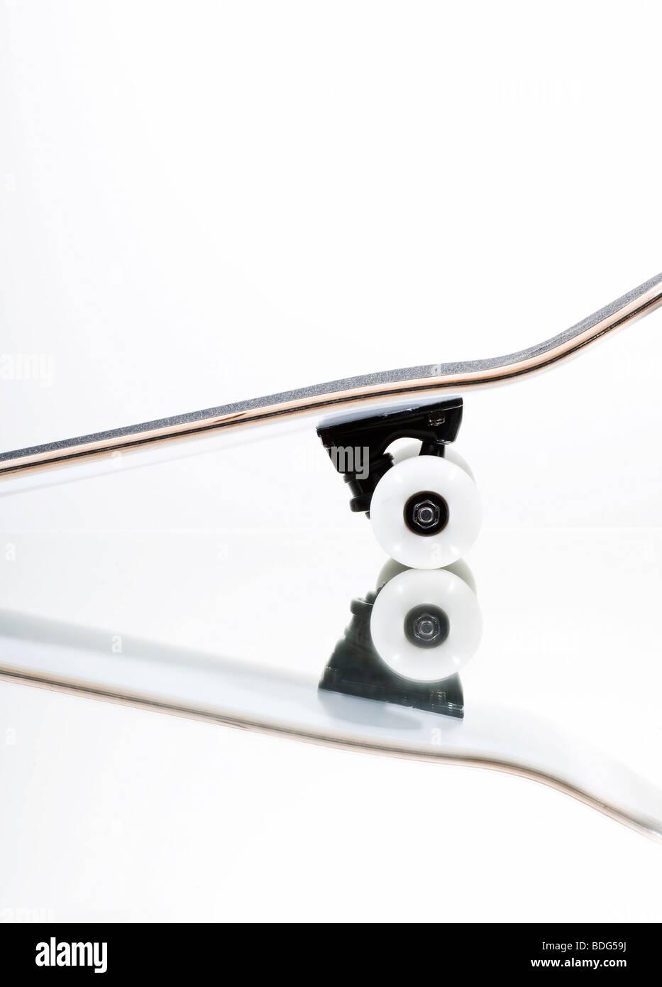 Skateboard su uno specchio Immagini Stock