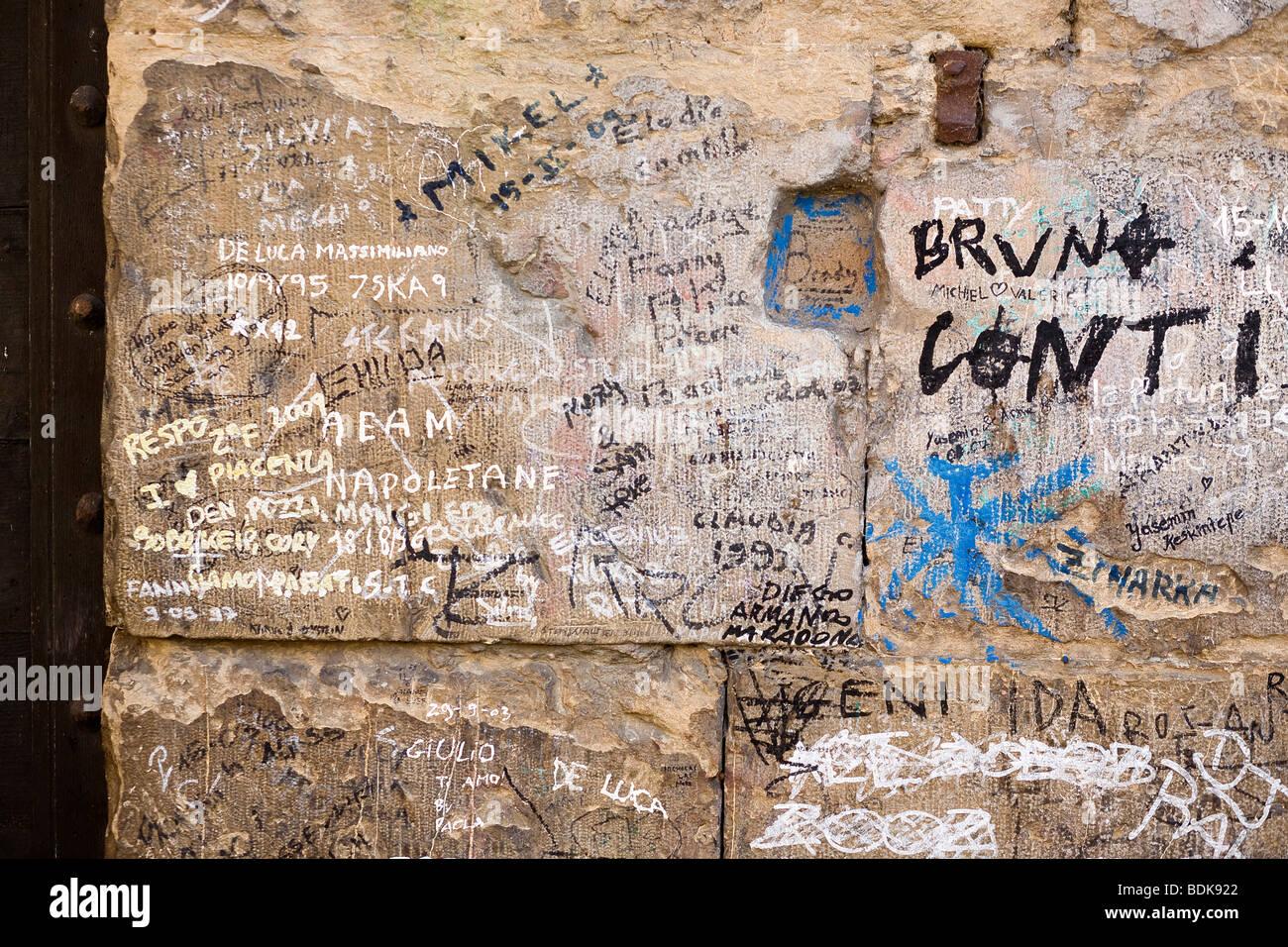 Graffiti su un muro, Ponte Vecchio, Firenze, Italia Immagini Stock