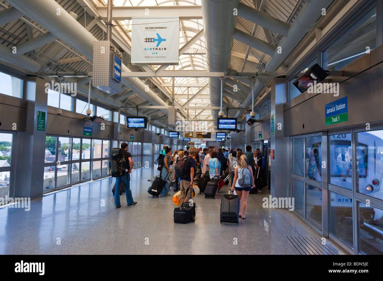 Aeroporto New York Jfk : Airtrain per l aeroporto jfk di new york foto immagine