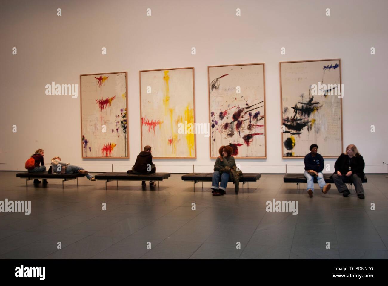 Cy Twombly dipinti presso il Museo di Arte Moderna o il MOMA di New York, Stati Uniti d'America. L a R: Primavera, Immagini Stock