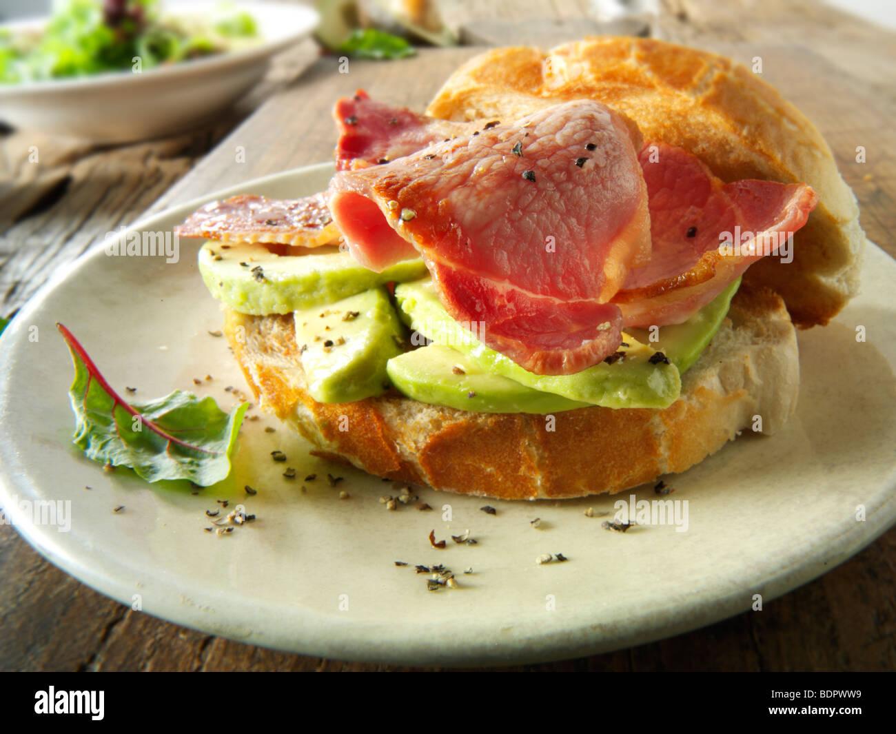 La pancetta e sandwich di avocado Immagini Stock