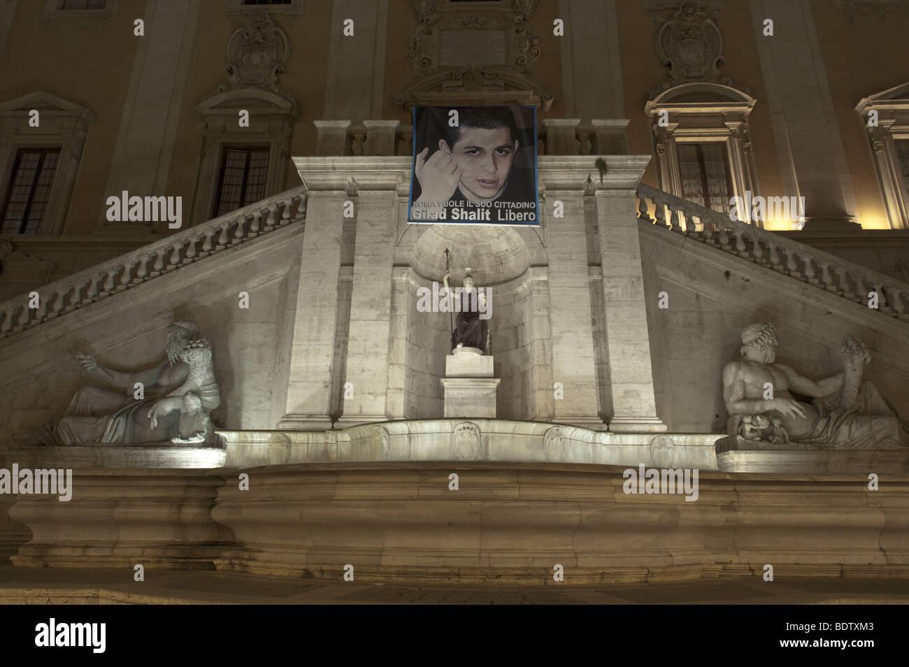 Roma, Italia. Vista notturna della fontana del Palazzo Senatorio in Piazza del Campidoglio, Fontana della dea Roma Immagini Stock