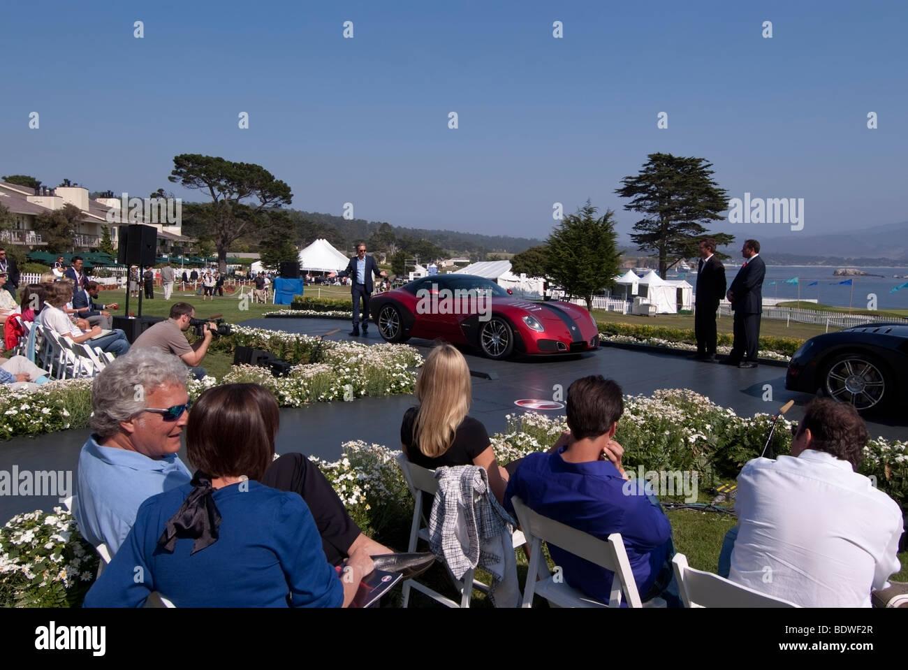Progettista Daniel Paulin introducendo il Devon GTX auto presso il 2009 Pebble Beach Concours d'Eleganza Immagini Stock