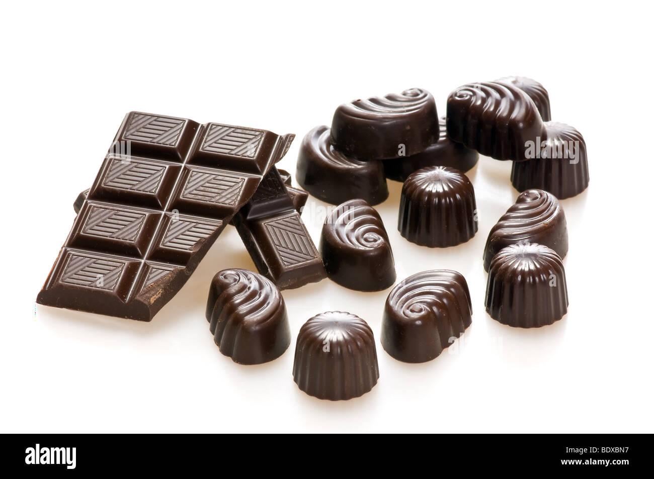 Caramelle di cioccolato isolato su bianco Immagini Stock