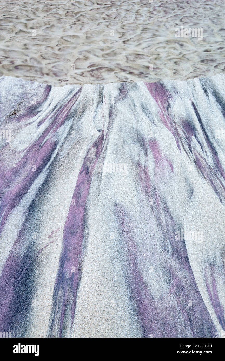 Piccolo ruscello con sabbia color porpora. Big Sur Costa. California Immagini Stock
