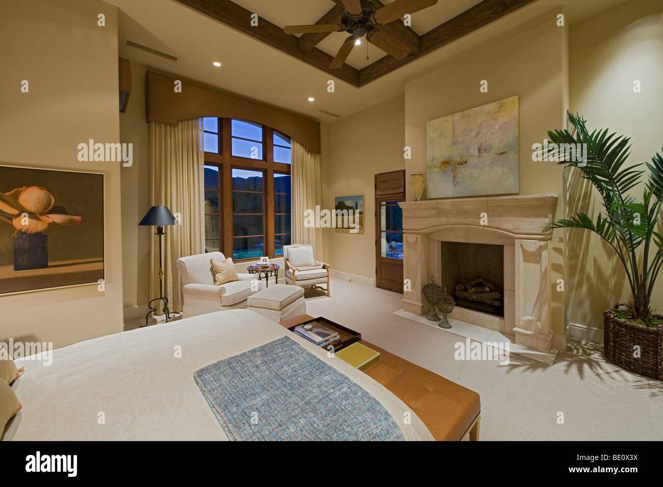 Foto Di Soffitti Con Travi In Legno : Residenziale elegante suite di camera da letto con travi di legno