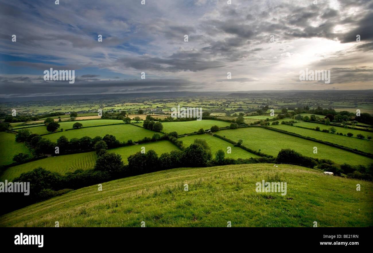 Una vista di Glastonbury da Tor Foto Stock