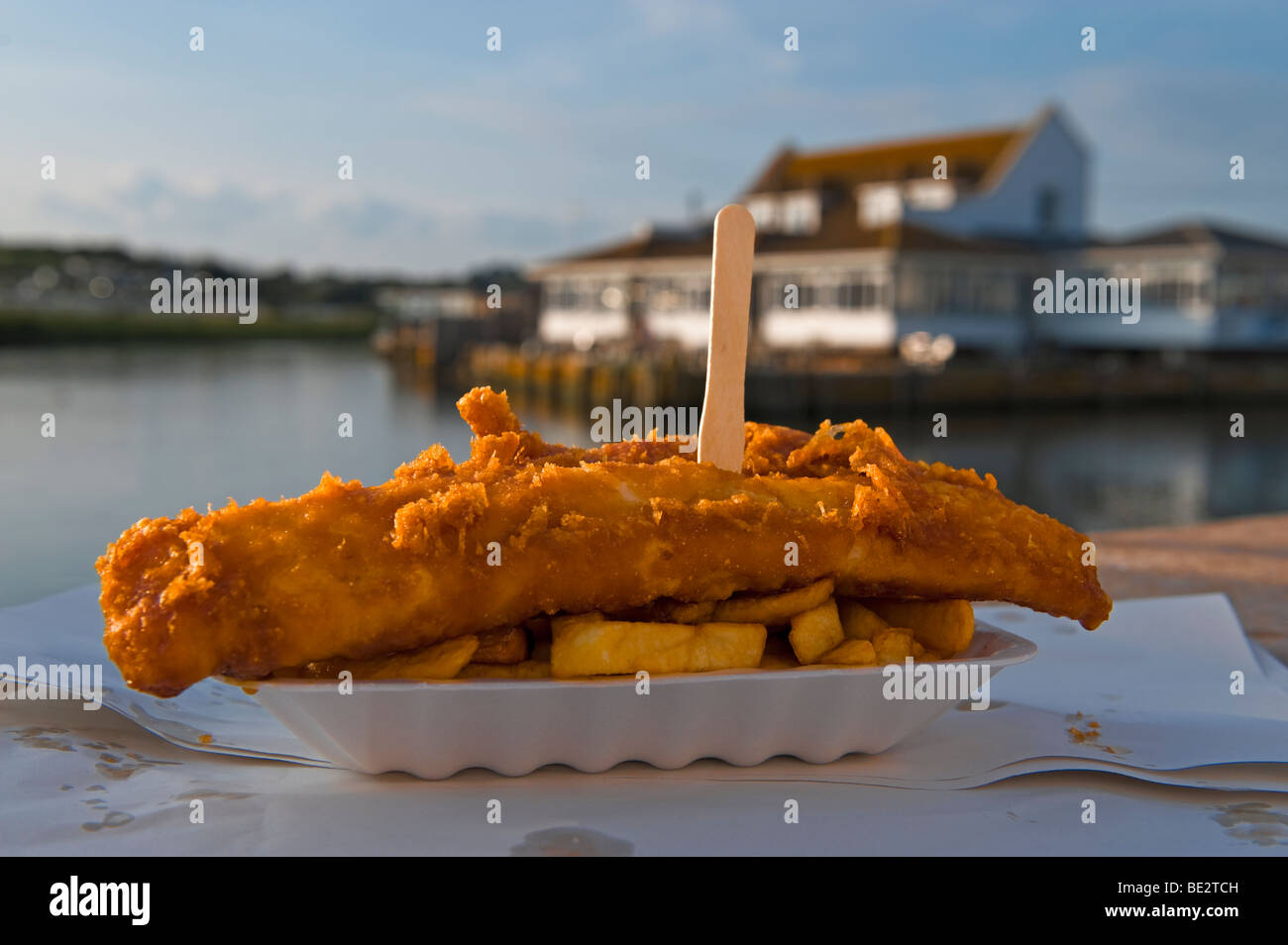 Il tradizionale pesce e patatine Immagini Stock