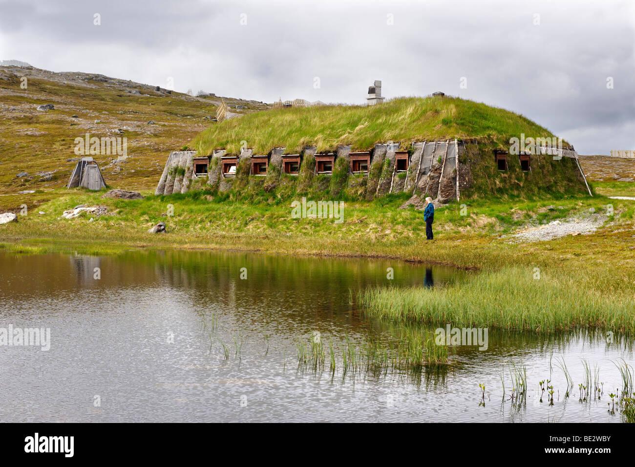 Messa a terra coperta lodge di una famiglia della popolazione Sami, Hammerfest, Norvegia, Scandinavia, Europa Immagini Stock