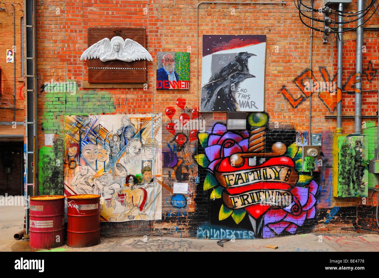 Arte Alley è una brutta strada in una città interessante. Per ovviare a questo problema le autorità Immagini Stock