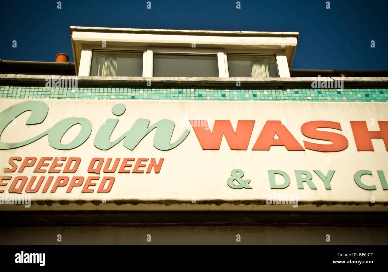 Coin lavare lavanderia e pulitura a secco segno astratto Immagini Stock