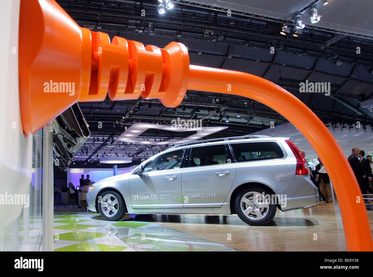 Hybrid auto Volvo V70 1,6D DRIVe a 63. IAA Motor Show di Francoforte Germania Immagini Stock