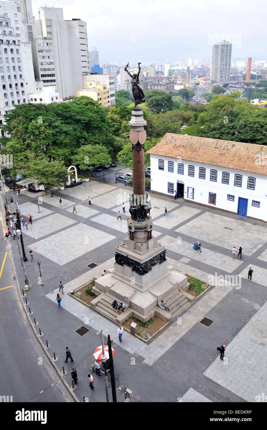 """Monumento per la fondazione di Sao Paulo """" Gloria Imortal Aos Fundadores de São Paulo', Pateo fare Immagini Stock"""