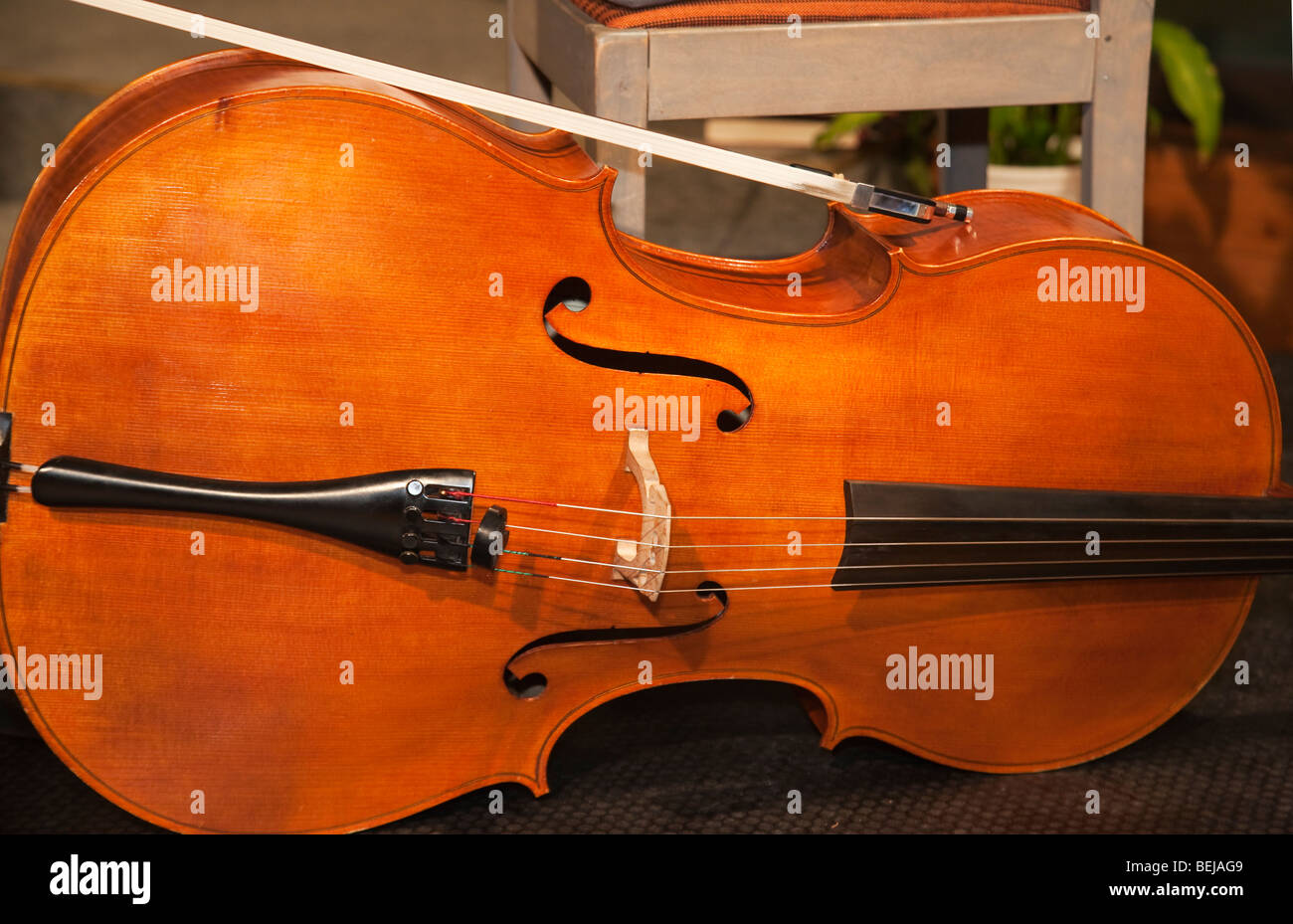 Violoncello violoncello bow gli strumenti a corda Strumenti musicali Immagini Stock