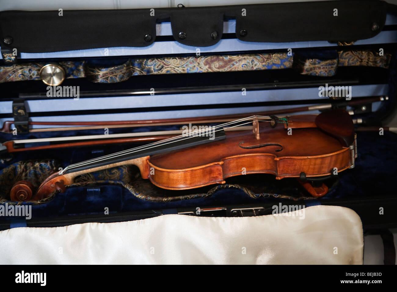 Gli strumenti a corda Strumenti musicali violino di prua bow caso involucro Immagini Stock