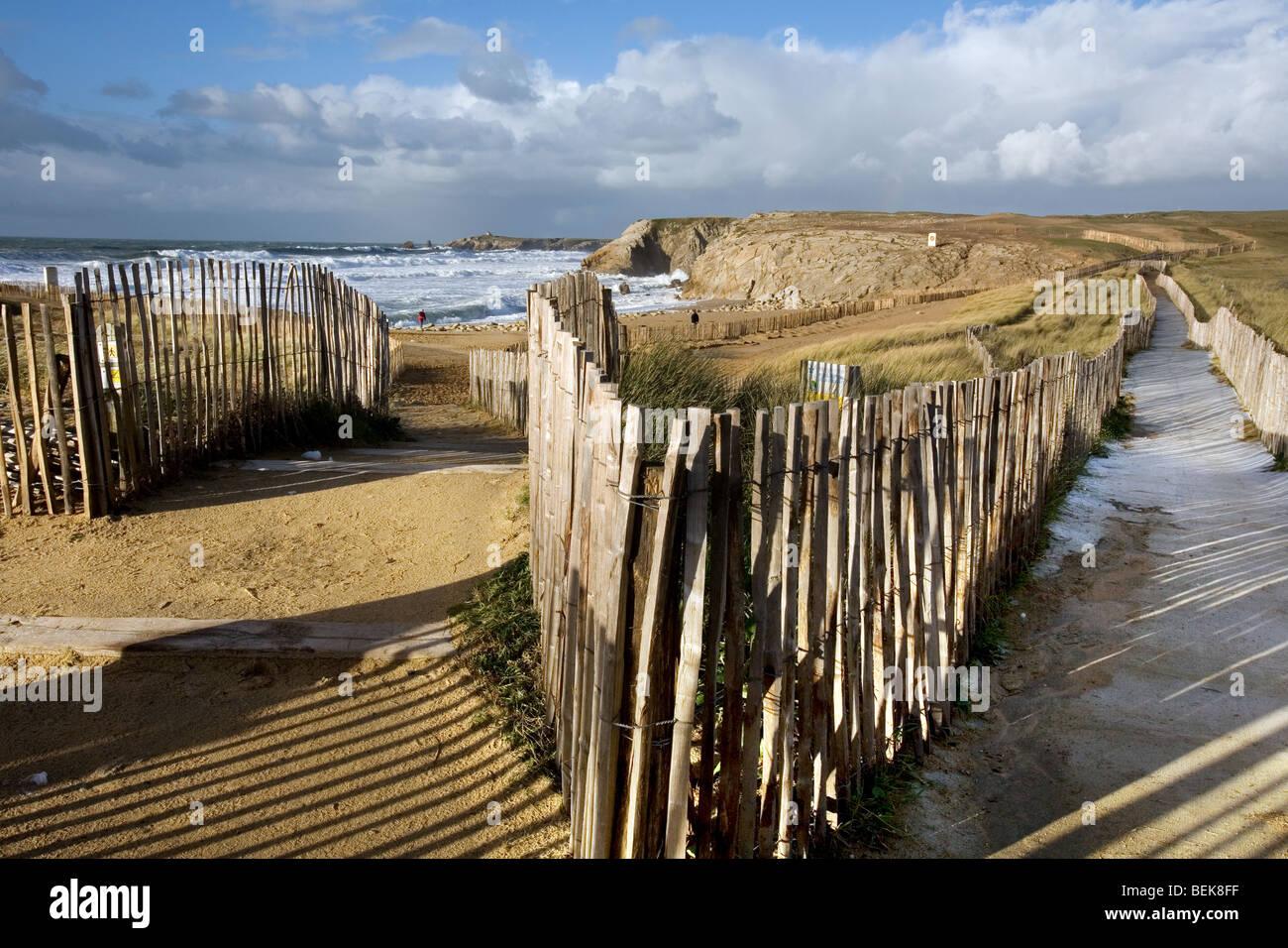Tempesta di mare in inverno, Côte Sauvage, Quiberon, Bretagna Francia Immagini Stock