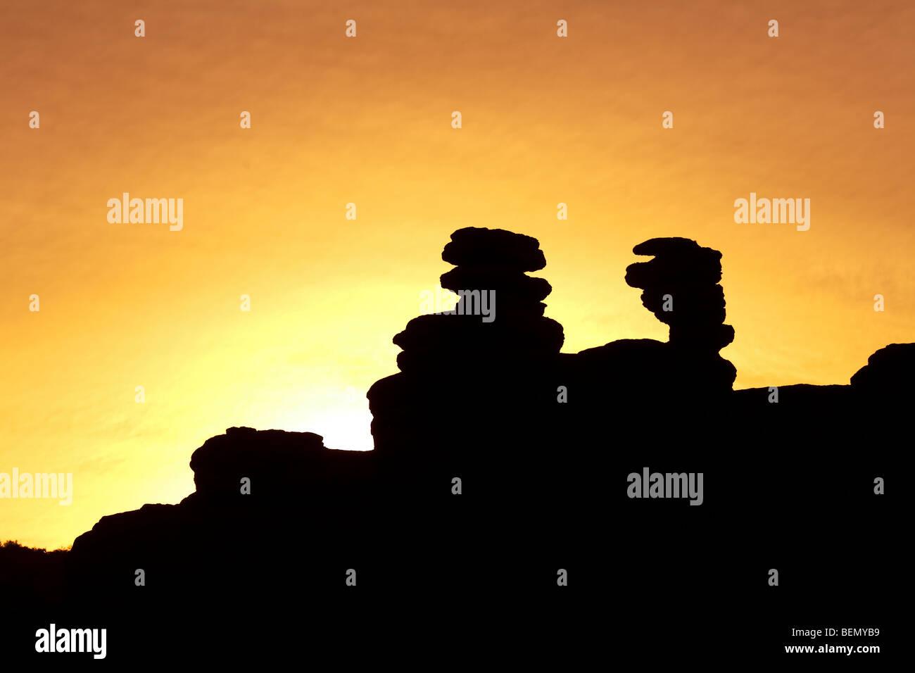 Erosiva formazioni di roccia in silhouette Atuel Canyon al tramonto, San Rafael, provincia di Mendoza, Argentina Immagini Stock