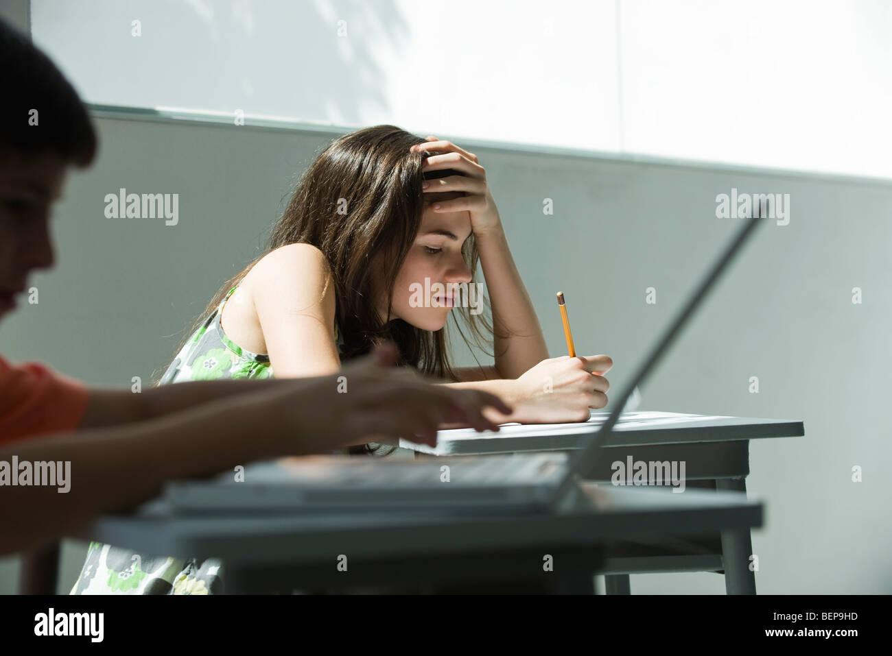 Gli studenti che studiano Foto Stock