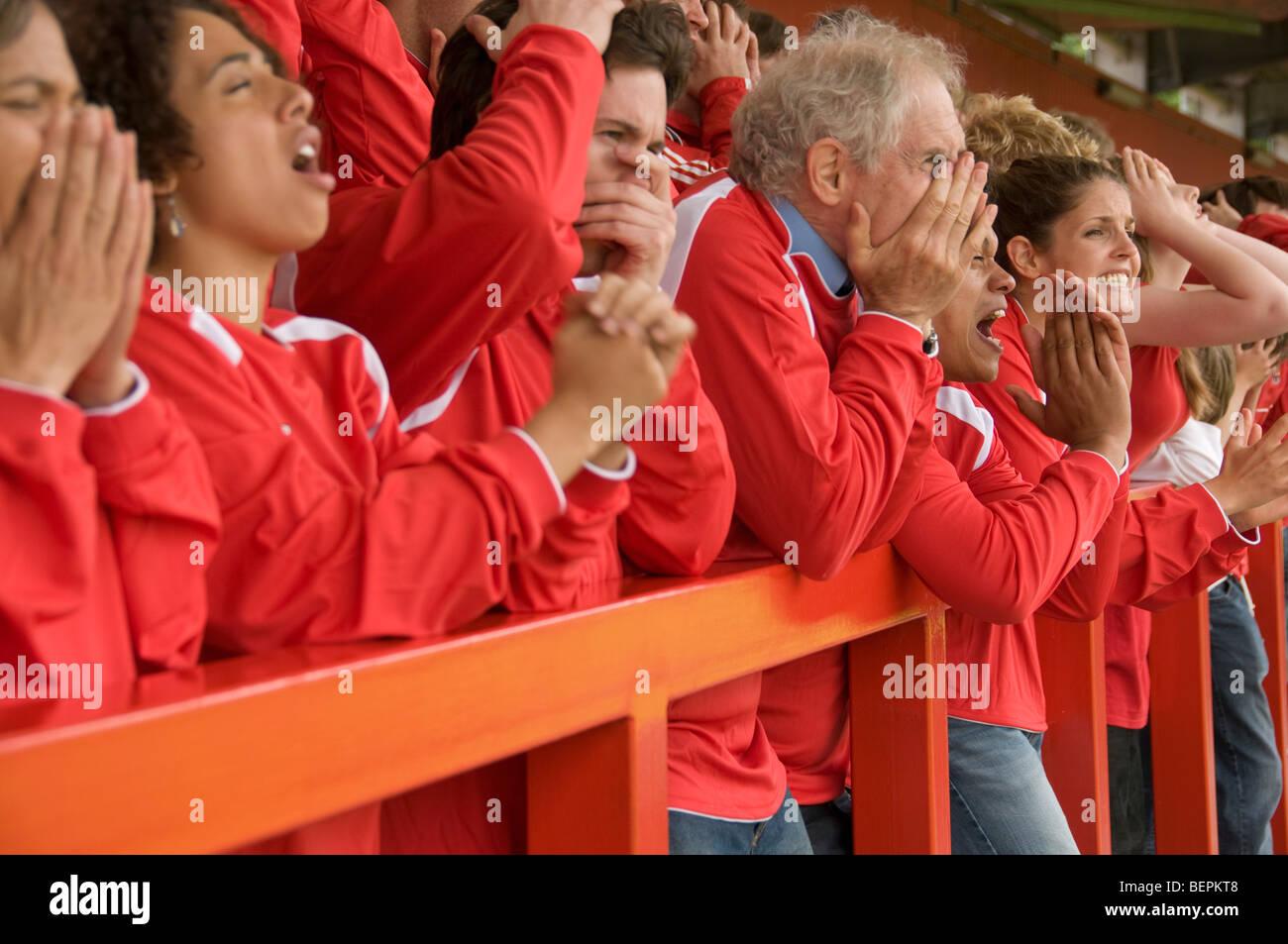 Gruppo di frustrati i tifosi di calcio Immagini Stock