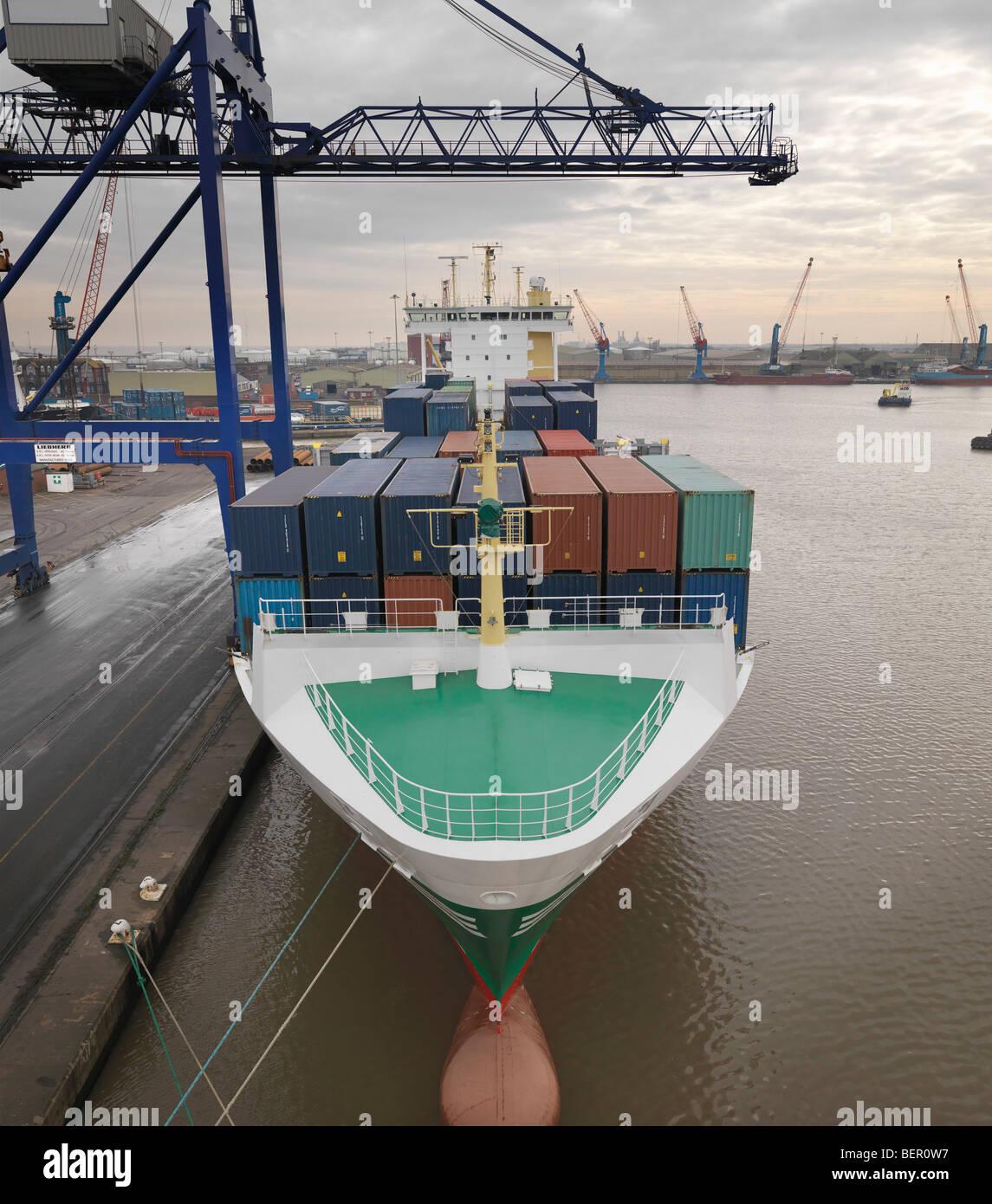 Contenitore nave al porto Immagini Stock