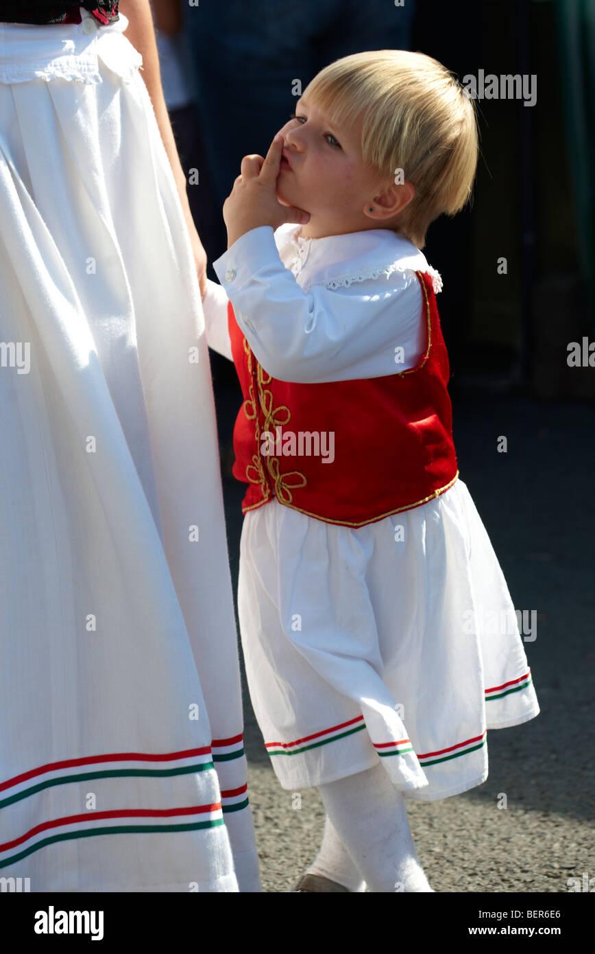 Giovane ragazza in costume tradizionale - Ungheria Immagini Stock