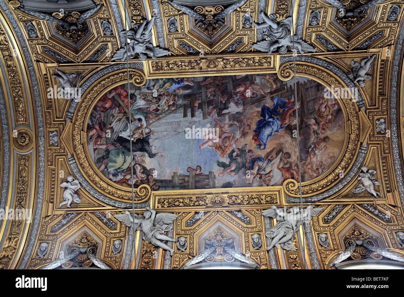 Ornato soffitto della Chiesa Nuova in Roma Italia Immagini Stock