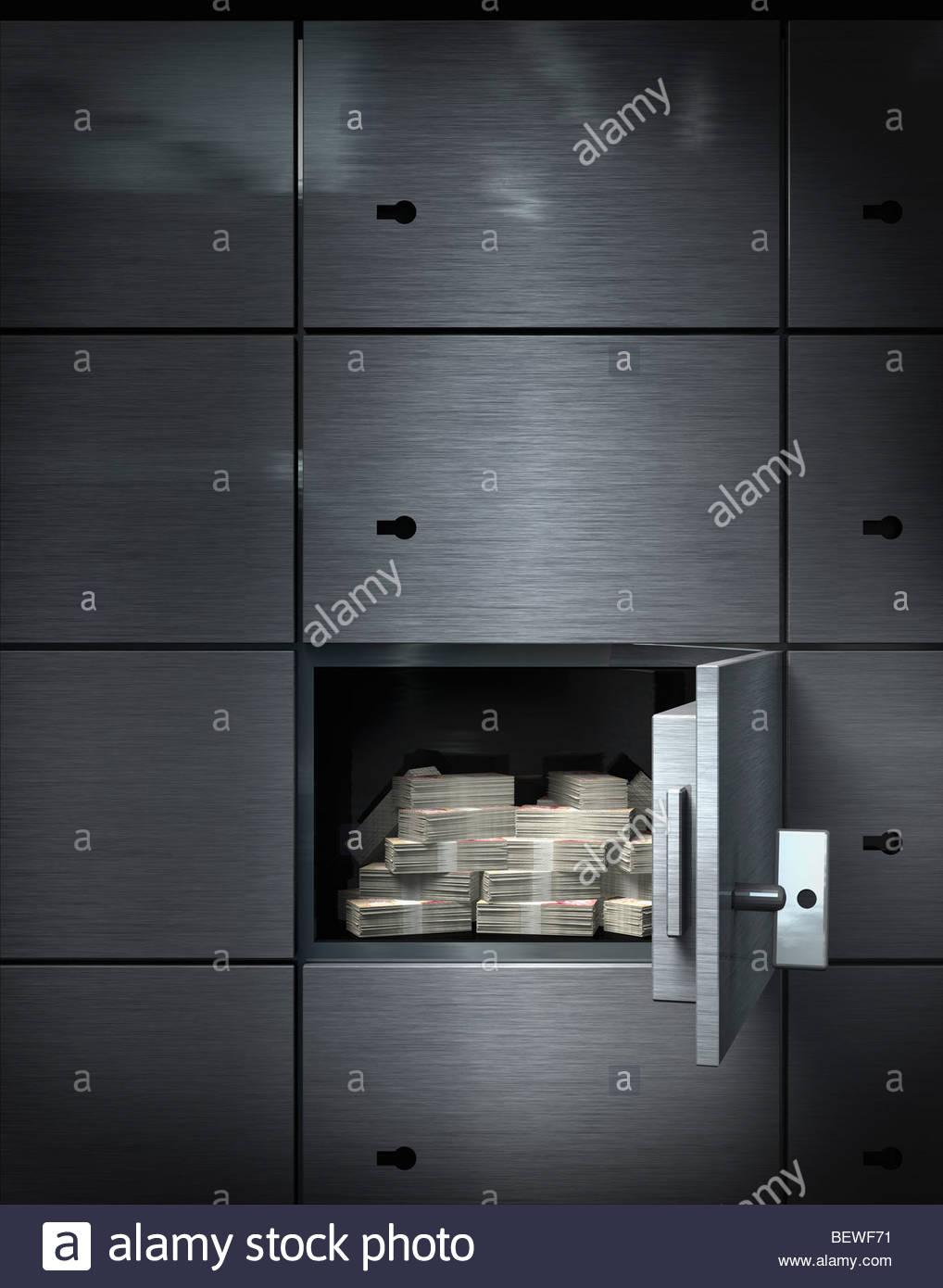 Denaro nel caveau della banca Immagini Stock