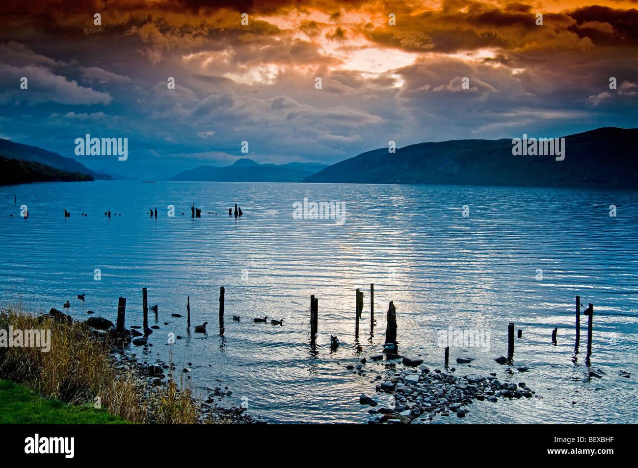 Luce della Sera su Loch Ness all'estremità est sulla spiaggia Dores Inverness-shire regione delle Highlands Immagini Stock