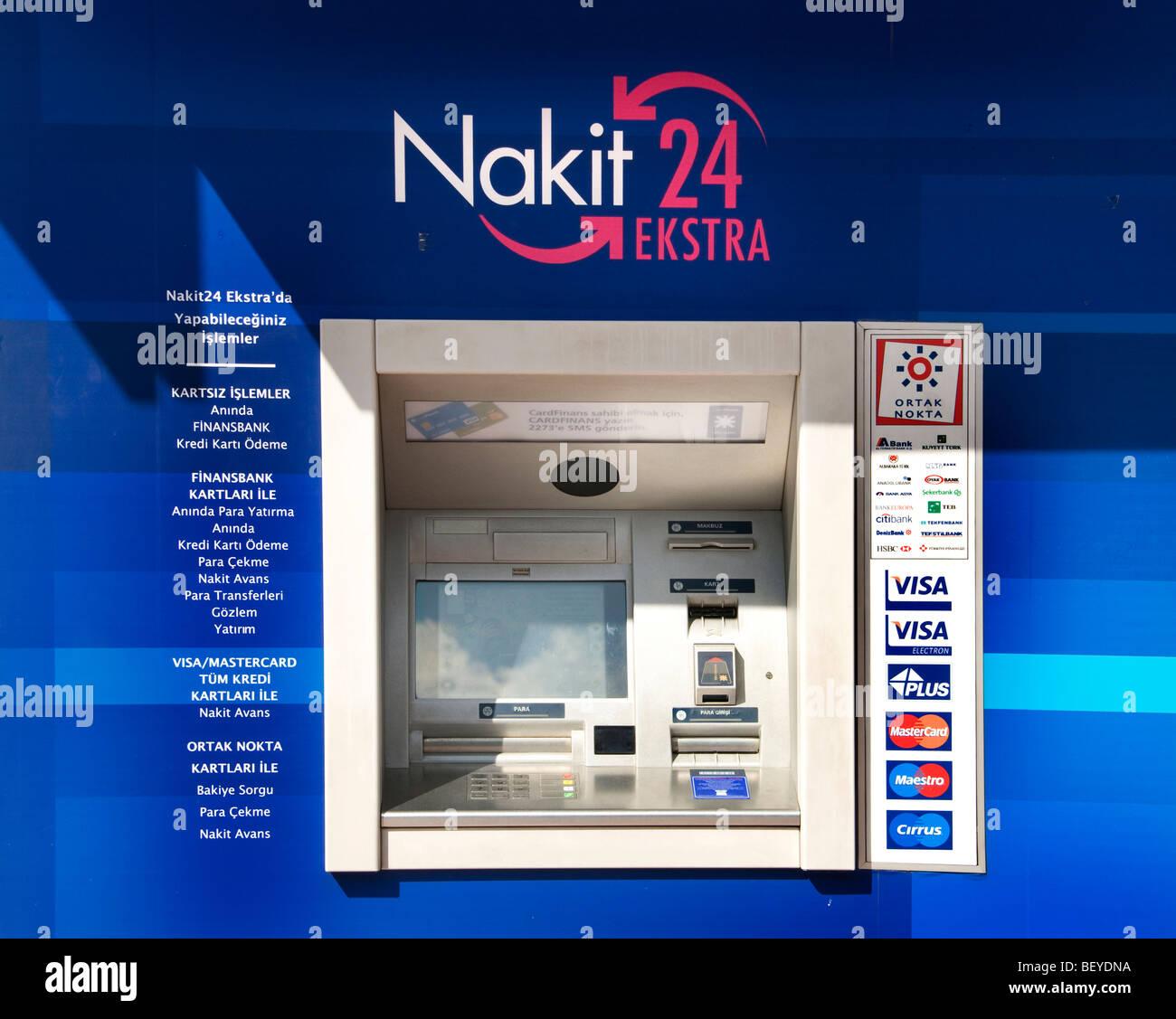 Istanbul Turchia bank contanti carta di credito macchina Garanti HSB Akbank Foto Stock