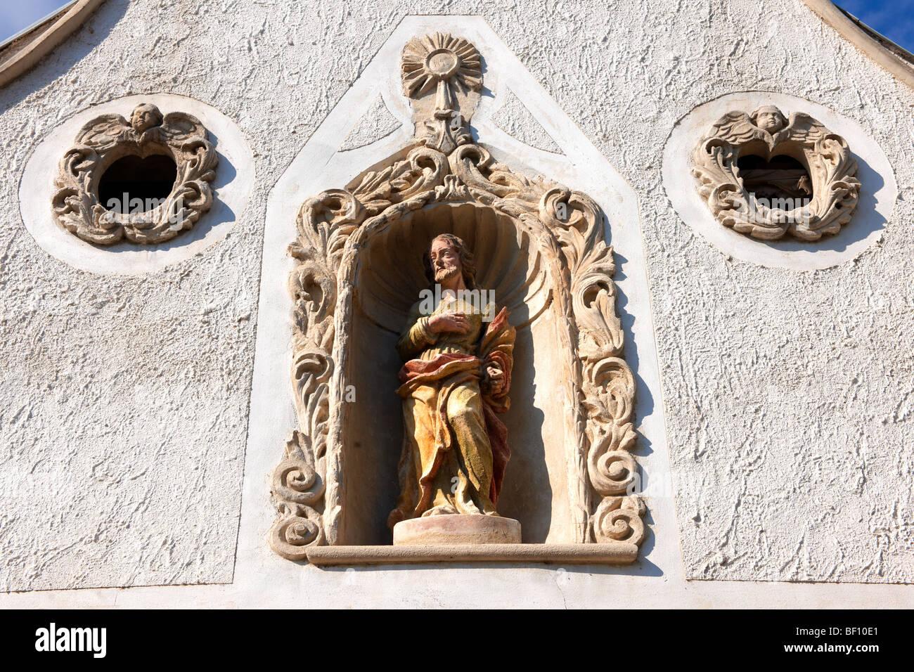 Le statue dei due mori Casa (K t m r h z). Rustica architettura barocca - Sopron, Ungheria Immagini Stock