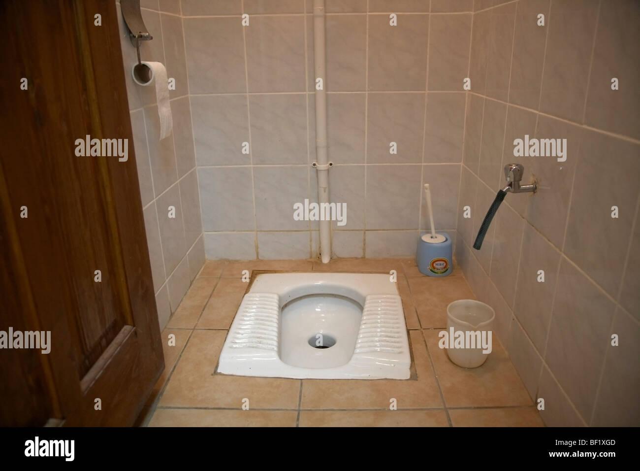 Squat bagno turco nel bagno in famagusta repubblica turca di Cipro ...