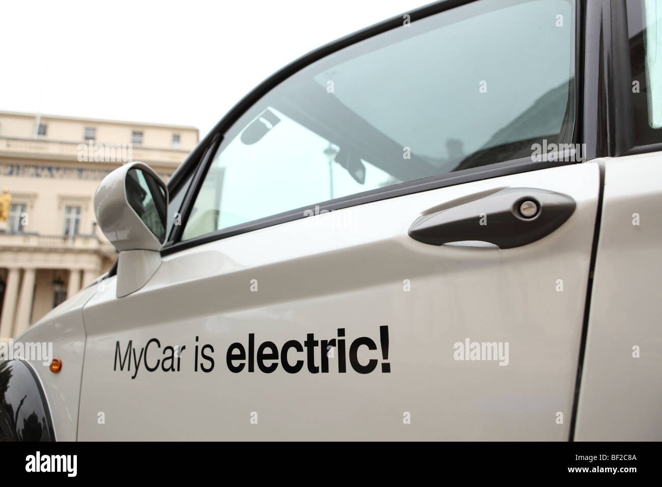 La mia auto elettrico auto parcheggiate in Pall Mall London Immagini Stock