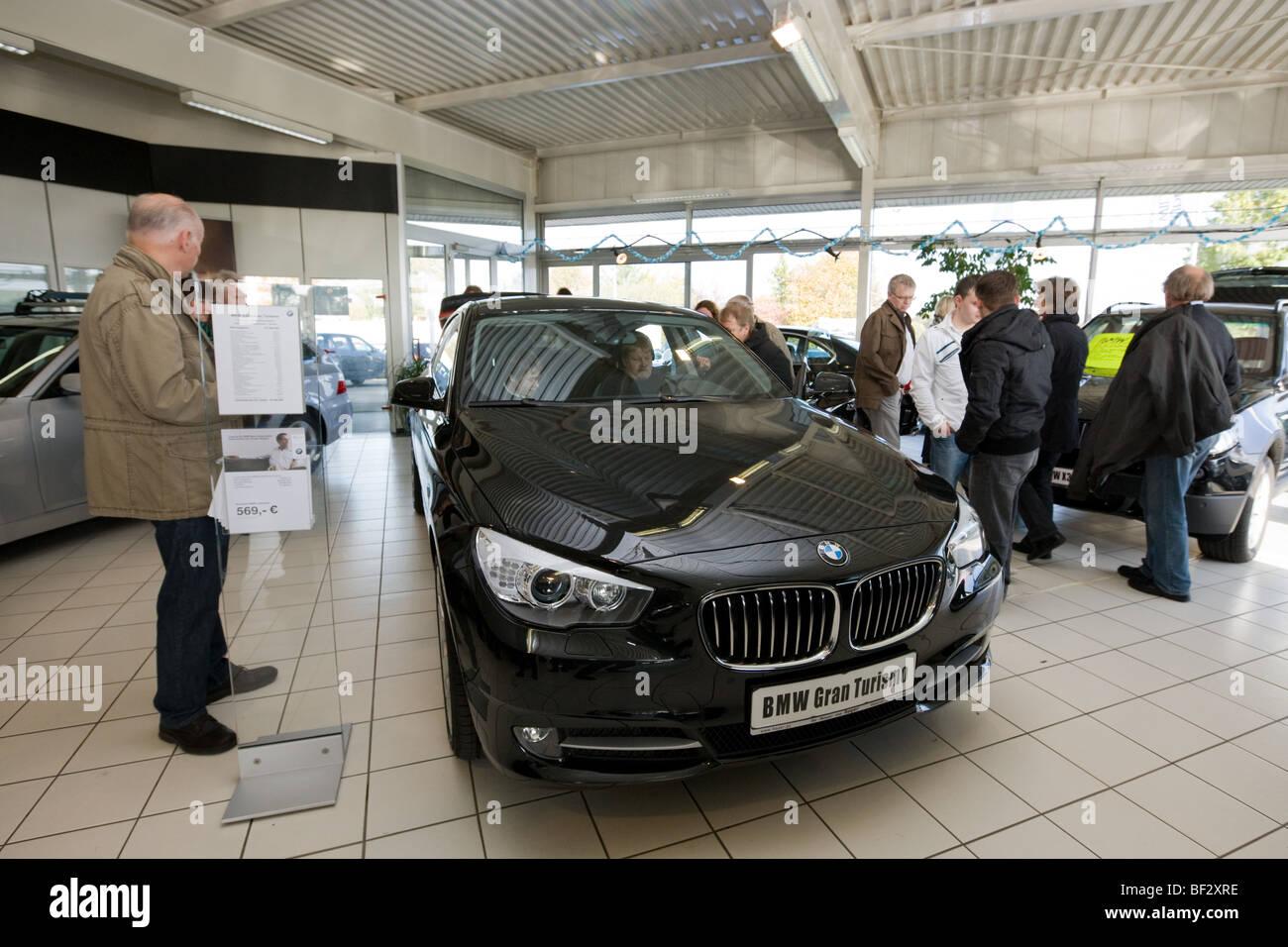 BMW serie 5 Gran Turismo presentazione in lingua tedesca concessionaria auto Immagini Stock