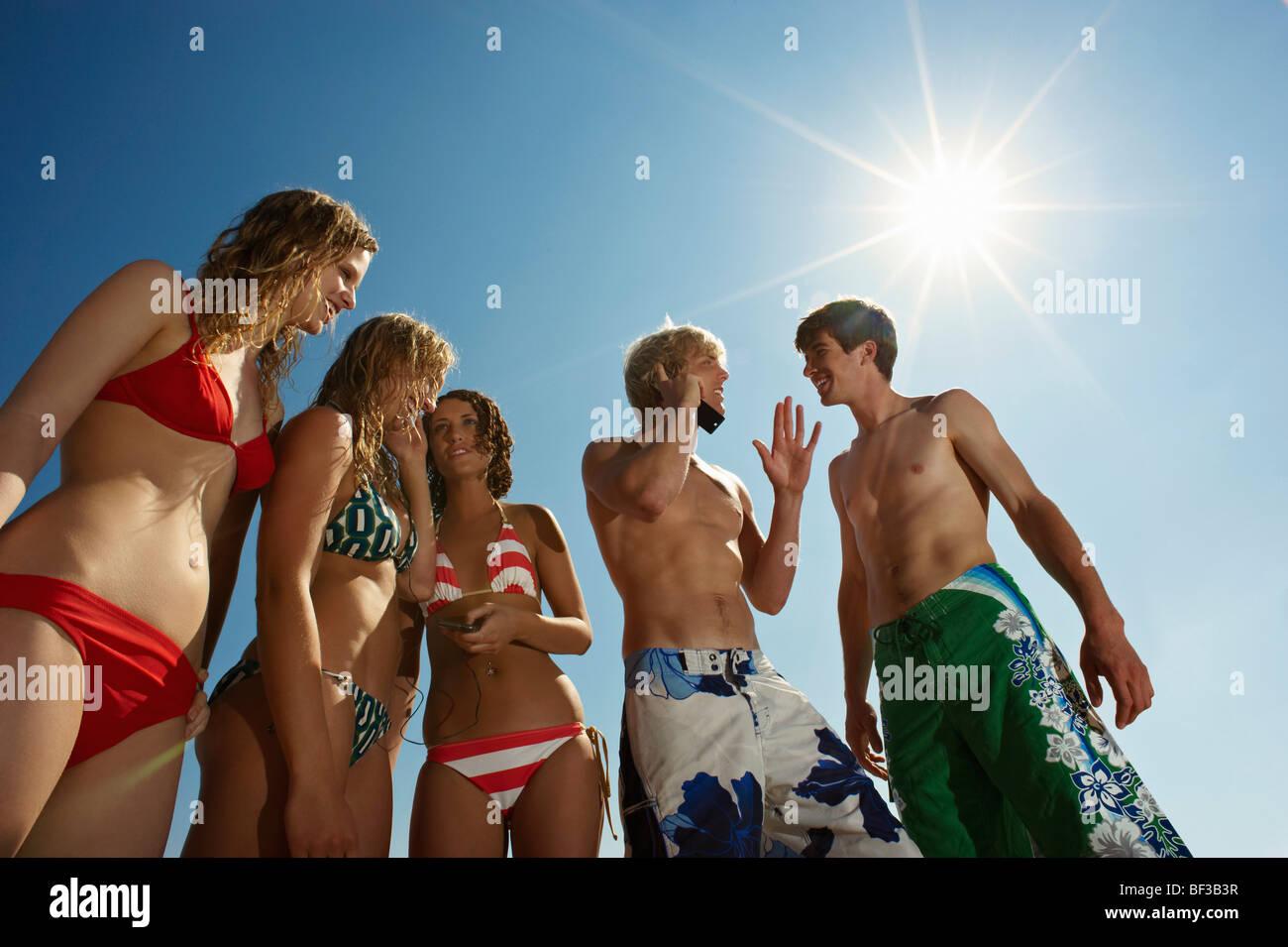 Un gruppo di persone in costume da bagno Immagini Stock