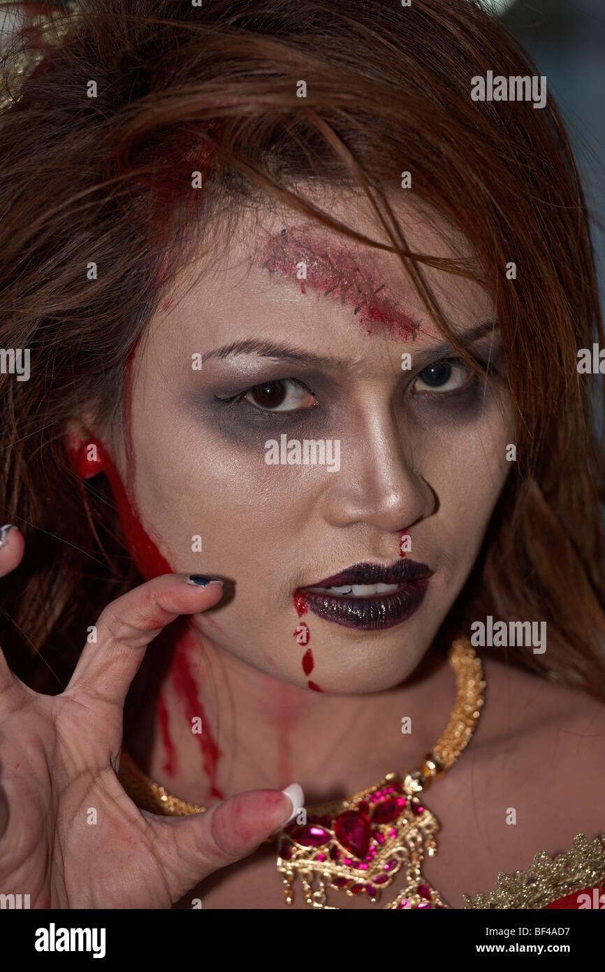 Vampiro femmina costume di Halloween e il viso make up Immagini Stock
