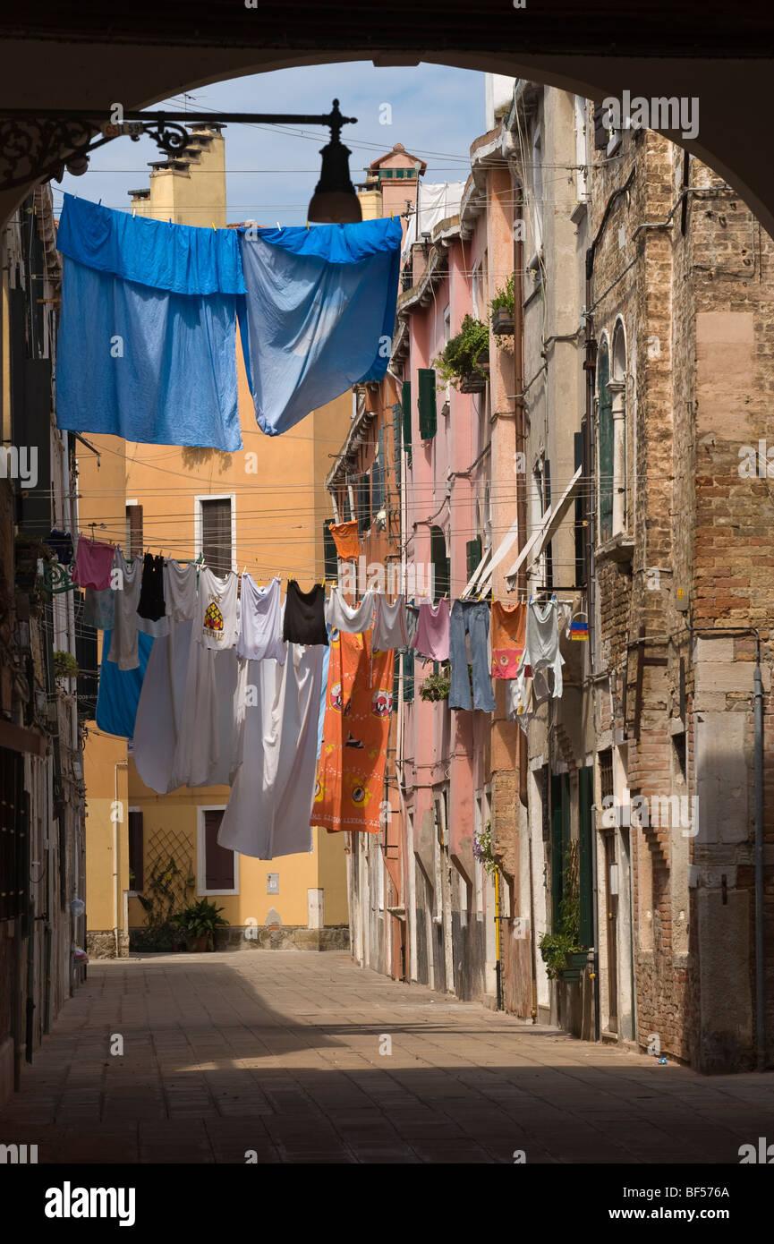 Cortile interno con lavanderia, Soportales, Riva dei Sette Martiri, Venezia, Veneto, Italia, Europa Immagini Stock