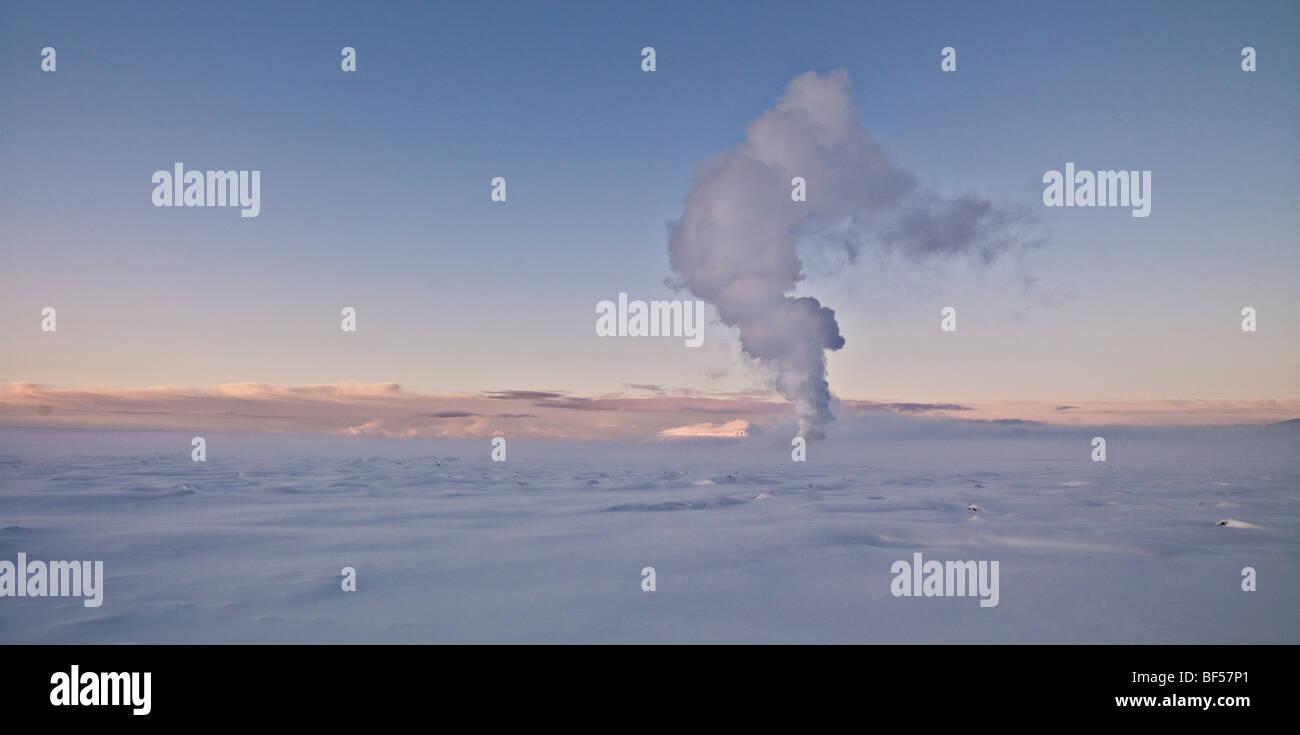 Il vapore da impianto geotermico, Hellisheidi Power Plant, Islanda Immagini Stock
