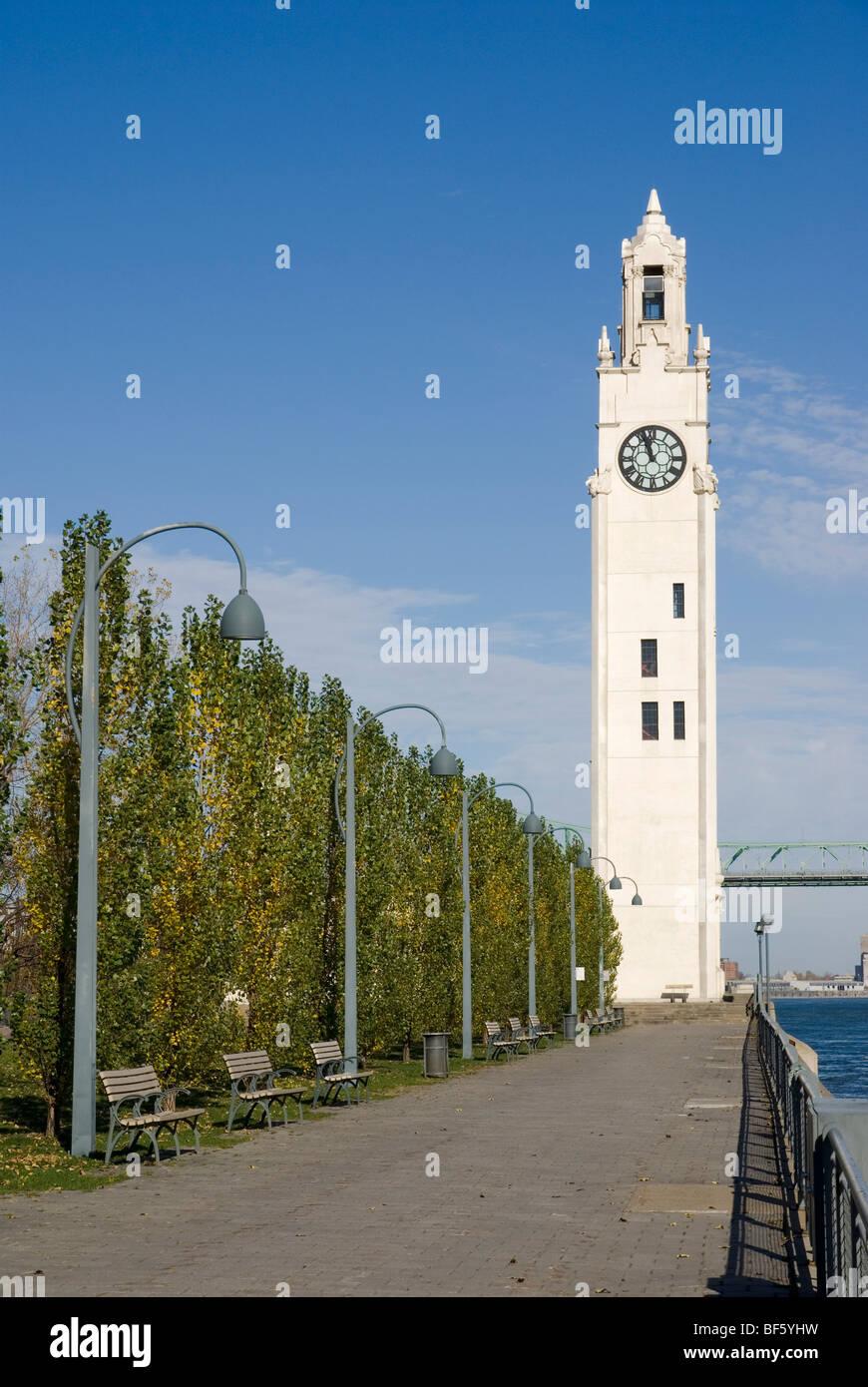 Marinai Memorial Clock Tower (Tour de l'Horloge) nel Vecchio Porto di Montreal. Immagini Stock