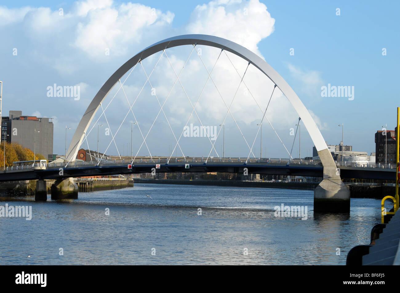 Di Glasgow Clyde Arc bridge. Più comunemente conosciuta come la Squinty Bridge. Foto Stock