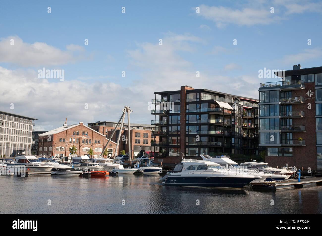 Norvegia Trondheim Baklandet Bryggen ponte architettura moderno Immagini Stock