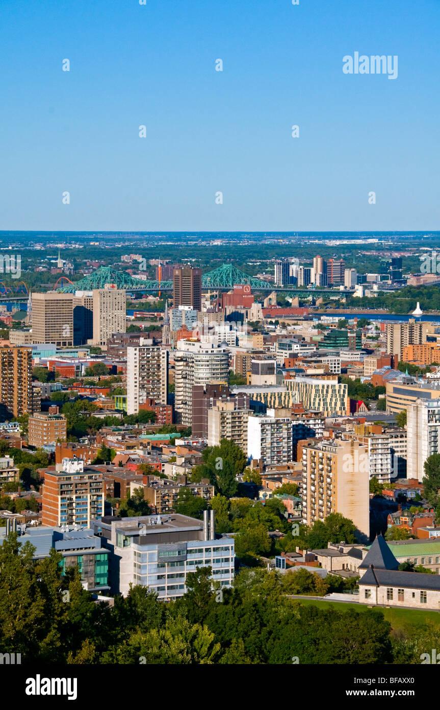 Vista di Montreal con Jacques Cartier Bridge in background Immagini Stock
