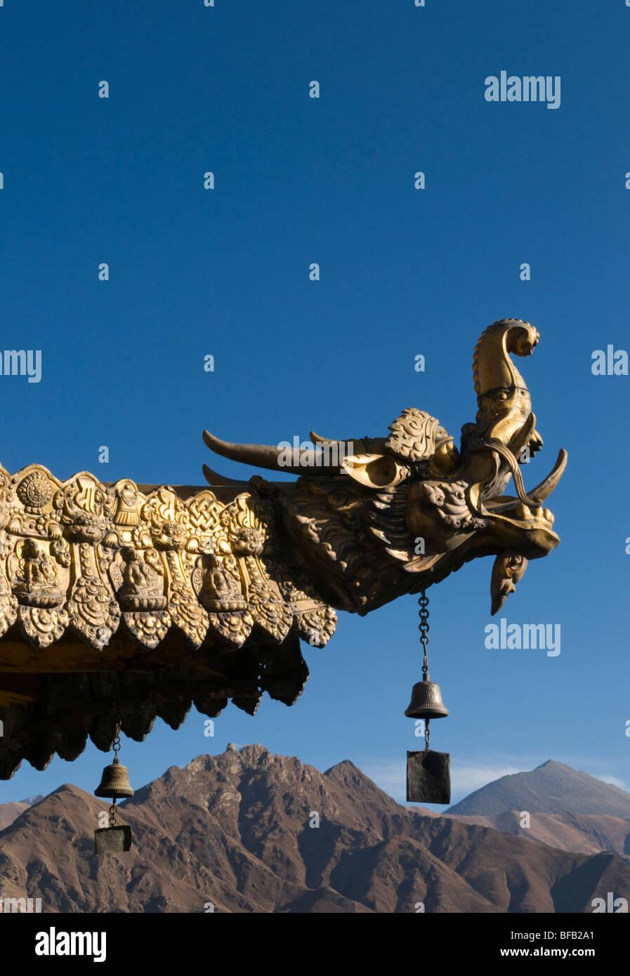 Tetto ornamentali di il tempio del Jokhang a Lhasa il Tibet Immagini Stock